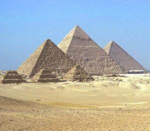 кто строил пирамиды?